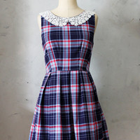 ETIQUETTE Navy / Red Plaid - Vintage inspired dress with pockets / round ivory lace collar / pleated skirt / day / bridesmaid / lbd