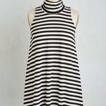 Film Noir Long Sleeveless Ease to Meet You Tunic in Stripes