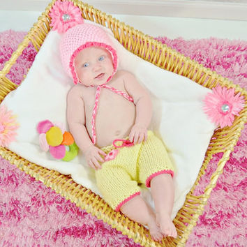 Pink infant girl set, vintage bonnet baby hat and shorties, 0-6 month age, Bringing Baby Girl Home outfit, Ready to Ship