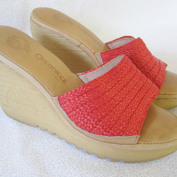 Boho chic shoes/vintage Cherokee of California wedge shoe/tan and red 70's sandals/open toe sandal/size 8