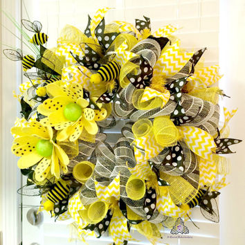 Honey Bee Deco Mesh Wreath