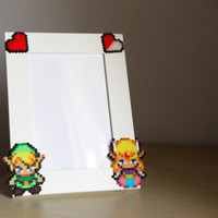 Legend of Zelda Photo Frame. White Pîcture Frame. Choose between two different Zelda Sprites