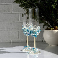Wedding Champagne Glasses, Personalized Wedding Flutes, Blue and pearl decoration, Toasting glasses, Mr & Mrs glasses, Wedding gift glasses