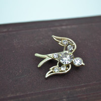 Bird Brooch, Bird Pin, Gold Brooch, Gold Bird Brooch, Sparrow Brooch, Vintage Brooch, Crystal Brooch, Rhinestone Brooch, CZ Brooch, CZ Pin