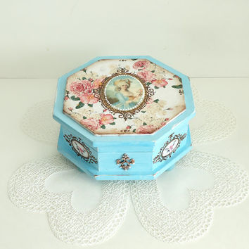 Hand painted shabby-chic blue box, distressed blue box, Shabby-chic turquoise Jewelry Box, storage, victorian antique box, trinket box