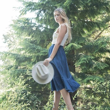 70's Denim Skirt / SASSON High Waisted Denim Midi Skirt / Ruffled Denim Prairie Skirt / Vintage Denim Skirt / Boho blue Jean Skirt / Small