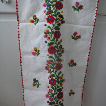Vintage Hungarian Folk Art Hand Embroidered Floral Pattern Table Runner.