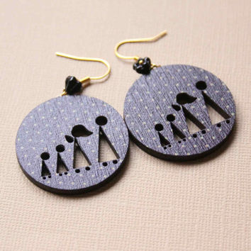 Earrings in Black and Gold color with Family with Two Kids - Stargazing Family - Xmas Woody collection - round