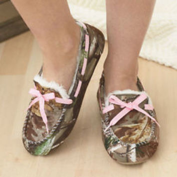 f9e8146909a Women s Northern Trail Camo Moccasins W Pink Lace Fur Lining Med 7-8