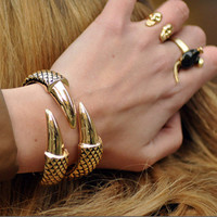 Gorgeous Beautiful Gold Claw Bracelet