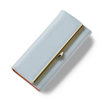Wallet With Metal and Magnetic Closure Design