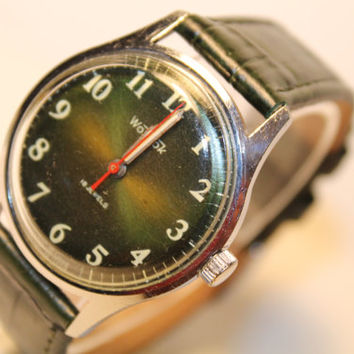 Soviet Era wrist watch Vostok.USSR mechanical watch. VOSTOK  2214 / 18 jewels. mechanical watch USSR. 1970s!!!