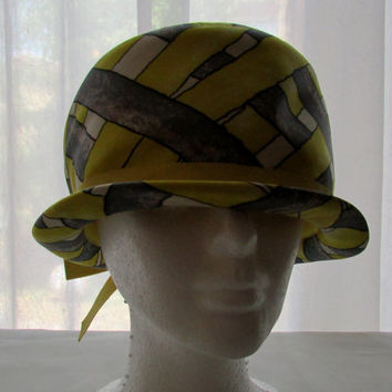 13-0709 Vintage 1960s Mod Yellow and Grey Hat / Cloche Hat / Yellow Hat / Women's Hat