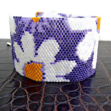 Beaded peyote cuff bracelet with daisies, in white, lilac and yellow.