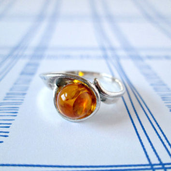 Vintage Amber Sterling Silver Ring Hallmarked 925 Sz 5 Casual Solitaire Silver Ring with a Round Golden Amber Ball Main Stone