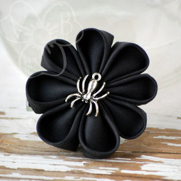 Along Came a Spider daisy kanzashi flower on alligator clip halloween goth