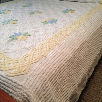 Lovely Vintage Chenille Bedspread Braided Floral