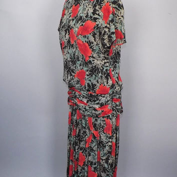 Vintage 80s does 20s Red Floral Black Dress Size Medium Large Drop Waist Pleated 30s 40s Style Day Dress Flapper 1920s Lawn Dress Art Deco