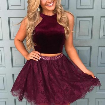 Burgundy Halter Two Piece Tulle Short Homecoming Dresses with Bead Belt