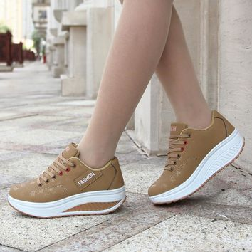 2018 Hot Sale Women Sport Running Shoes Breathable Non Slip Thick Bottom Ladies Wedges Running Outdoor Sneakers
