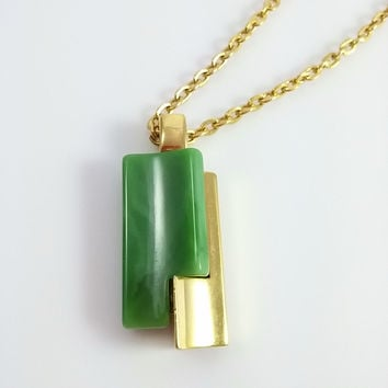 Vintage CROWN TRIFARI Simulated Jade & Gold Tone Pendant necklace