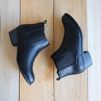 ankle chelsea bootie - black