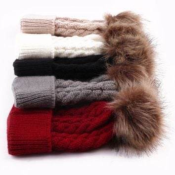 1 pcs Mom and Baby Winter Warm Hats Fur Ball Pom Pom Cap Kids Winter Knitted Wool Hats Caps for Boys Beanies nouveau ne