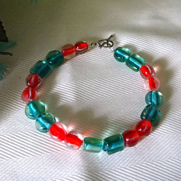 Christmas Red and green glass bracelet, 8 inches, womens bracelet, hand crafted, gift for her, Birthday gift