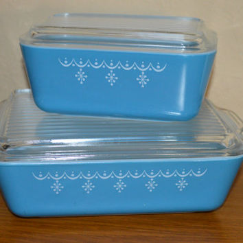 Pyrex Snowflake Blue Covered Refrigerator Dish Set of 2