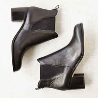 Sam Edelman Justin Hold Gore Chelsea Boot- Black