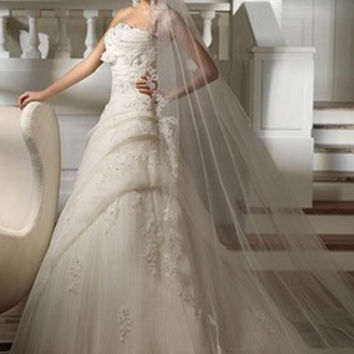A-Line/Princess Scalloped Neck Chapel Train Organza Wedding Dress With Ruffle Beading Appliques Lace Sequins Bow(s)