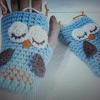 Beautiful fingerless texting sleepy owl gloves!Great gift idea!