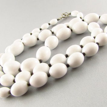 Vintage Long White Lucite Beaded Necklace (Chunky, Plastic, Graduated, Oval, Beads, 1980s, MOD, Winter, Spring, Retro, Costume Jewelry)