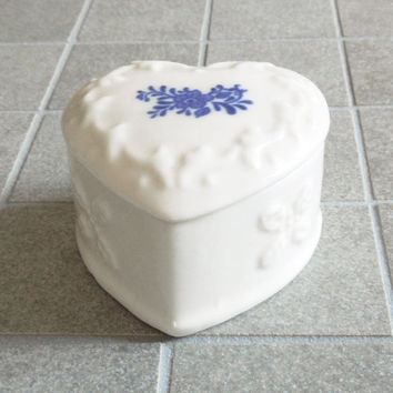 White porcelain heart-shape trinket box jewelry box - Blue floral ceramic trinket box - Unique wedding favor bridal-shower favor