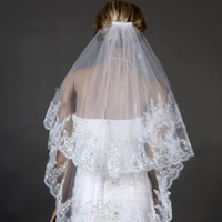 2016 Fashionable Bridal Veil Two Layers White Ivory Tulle with Comb Appliques Wedding Accessories New Wedding Veils zfy1031