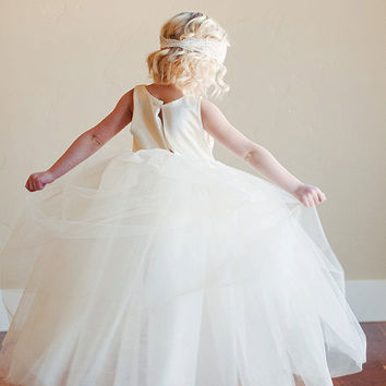 Flower girl dress with romantic tutu skirt Fully by gillygray