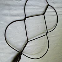 Antique Primitive Twisted Wire Rug Batwing Beater Red Wood Handle Rustic Country Farmhouse Decor