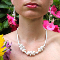 Cluster pearl necklace with Swarovski crystals on white leather