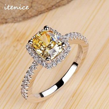 Luxurious 2 ct Zinc Alloy 4 Prong Zirconia Crystal Wedding Engagement Rings For Women