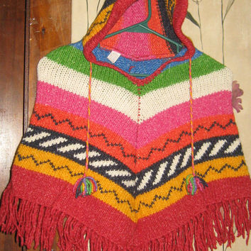 1970s beautiful  ARTESANIAS TAHUANTINSUYO Handmade in Ecuador   girls wool  hippie hooded PONCHO