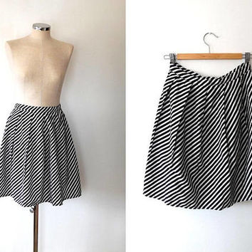 Monochrome candy stripe flared skirt / black / white / vintage / 1960s / retro / mod style / button / zip / pleated cotton skirt