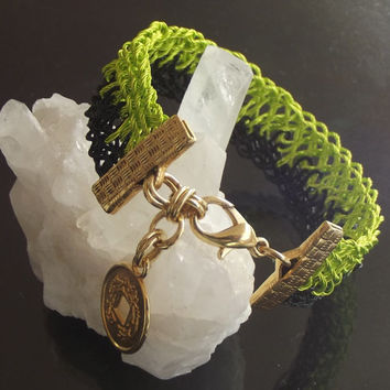 Kumihimo bracelet, coated stainless steel wire, green and black color
