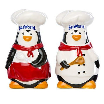 SeaWorld Penguin Chef Salt and Pepper Set New with Box