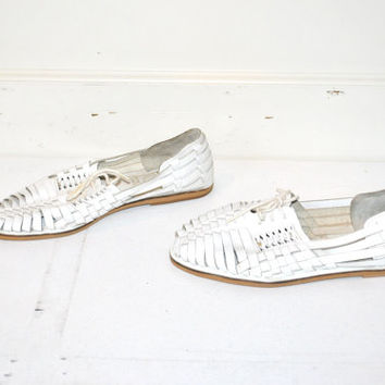 size 9.5 white leather HUARACHES vintage 80s 90s WOVEN boho minimalist UNISEX flat closed toe sandals tie shoes