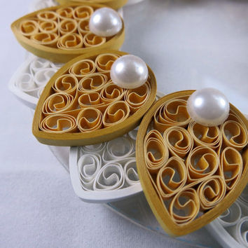 Quilled Candle Holder - Flower in Gold and Pearl