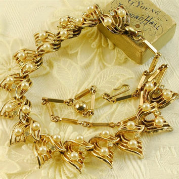 CORO Necklace Rhinestones Pearls Gold Tone Metal Signed Estate Signed Old Choker