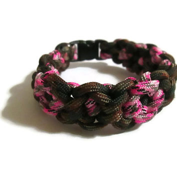 Camouflage Pink Camo Woodland Camo Diamond Shaped Knot Unisex Child 550 Paracord Bracelet boy or girl FREE Gift