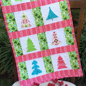 Quilted Christmas table runner, Quilted Christmas wall hanging, Christmas table runner, Christmas wall hanging