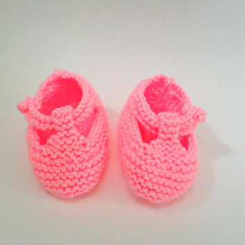 Pink baby booties, baby girl shoes, baby girl booties, hand knit booties, infant shoes, newborn booties, newborn shoes, pink baby shoes,