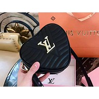 LV Louis Vuitton 2019 tide brand couple love pockets shoulder bag Messenger bag Black